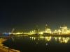 Hamburger Hafenkraene, vereiste Elbe